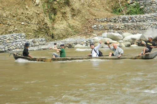 Actors Leonardo DiCaprio, Adrien Brody and Fisher Stevens crossing the Alas river in Aceh | gunungleuser.or.id